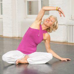 Yoga Fortbildungen Hurra wir werden älter und Yoga Dance – lasse dein Yoga tanzen